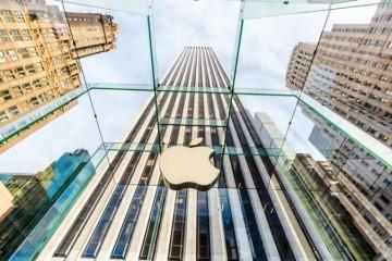 Zamestnanci Apple sa do kancelárií zrejme tak skoro nevrátia, podobné úmysly má aj Facebook