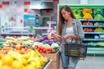 Nákup potravín v obchode