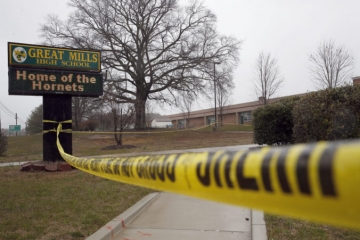 Streľba na strednej škole v USA má ďalšiu obeť, tínedžerka zomrela v nemocnici