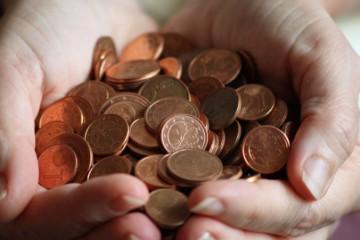 Európania podporujú euro, ale väčšina z nich by zrušila najmenšie centy