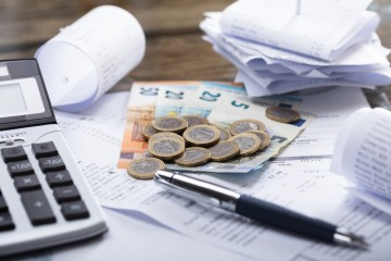 Slovensko na daniach a odvodoch v roku 2016 vybralo takmer tretinu HDP