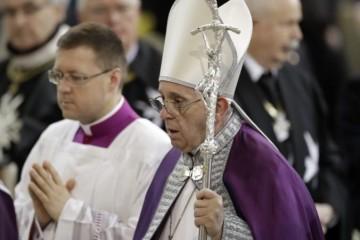 Pápež František neprijal rezignáciu francúzskeho kardinála, ktorý neoznámil pedofíliu