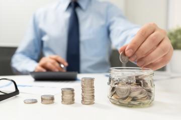 Finančné aktíva Slovákov sú vôbec najnižšie v eurozóne, bohatšie národy sa nám vzďaľujú