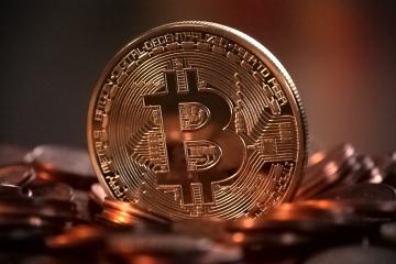 Bitcoin pokoril hranicu desaťtisíc dolárov