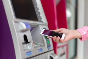 Bezkontaktný výber z bankomatu
