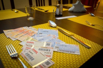 Slováci prichádzajú pre zmrazené stravné o peniaze, ceny v reštauráciách totiž stále rastú
