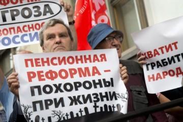 Video: Rusi protestujú proti zvýšenie veku odchodu do dôchodku, rozhodne o tom Štátna duma