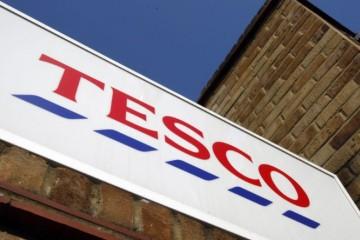 Tržby reťazca Tesco počas koronakrízy stúpli o osem percent na viac než 13 miliárd libier