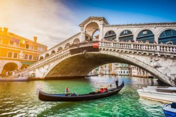 Benátky chcú uľahčiť mobilitu v meste, gondolieri sa obávajú o živobytie