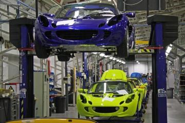 Lídri USA a EÚ vraj chcú spolupracovať, hroziace clá na dovoz áut do USA poznačia aj nás