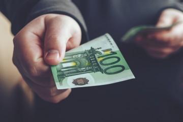 Slovák našetrí mesačne 111 eur.