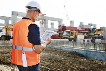 Stavebný inžinier na stavbe