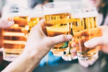 Podnikatelia chcú otvorenie terás využiť naplno, objednali si tisíce hektolitrov piva