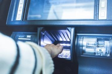Banky od nového roka opäť menia svoje sadzobníky poplatkov