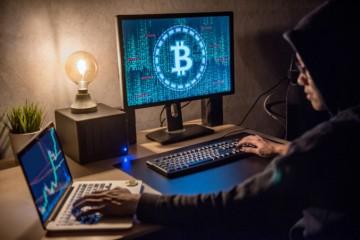 Policajti sa pripravili na raziu proti marihuane, našli však bitcoinovú baňu