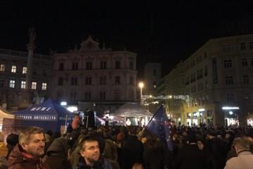 Video: Česi pokračujú v protestoch proti Babišovi a vyzývajú ho na rezignáciu