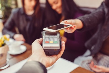 Apple Pay spustili aj Poštová banka a 365.bank