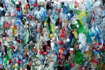 Slovensko je bližšie k zálohovaniu plastových fliaš