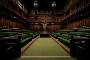 Britskí poslanci odmietli dohodu o brexite