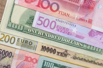 Dolár oslabil oproti jenu aj voči euru, ekonómovia očakávajú nezmenené úrokové sadzby v USA