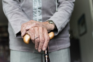 Ženy si na dlhší dôchodok sporia kratšie a z nižšej sumy. Strop to ešte zhorší