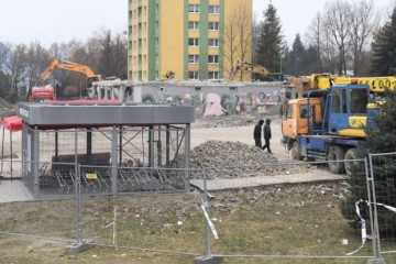 Ukončili verejnú zbierku pre obyvateľov bytovky v Prešove, peniaze prišli aj zo zahraničia