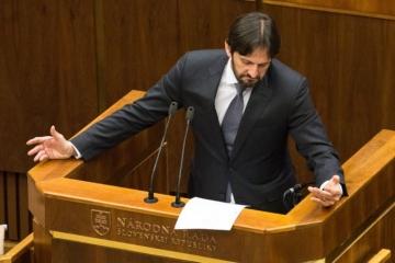 Rajtár víni Kaliňáka z klamstva a pýta sa, prečo polícia ešte neukončila vyšetrovanie Bašternáka