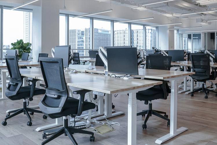 prázdne kancelárie